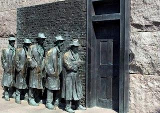 Estatuas de parados junto a una oficina de empleo durante la Gran Depresión - FDR Memorial de Washigton