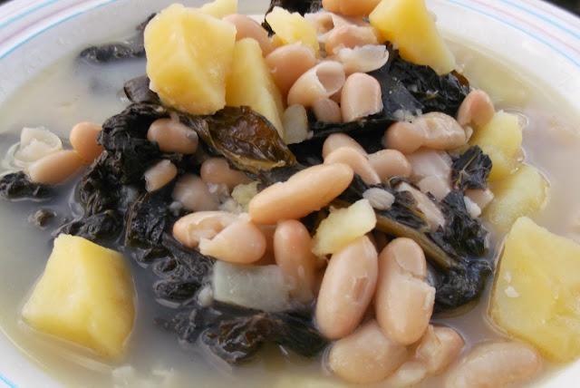 minestra di cavolo nero con patate e cannellini