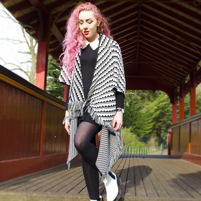 Monochrome cape shawl, white chelsea boots, stephi lareine, pink hair blogger, spylovebuy boots