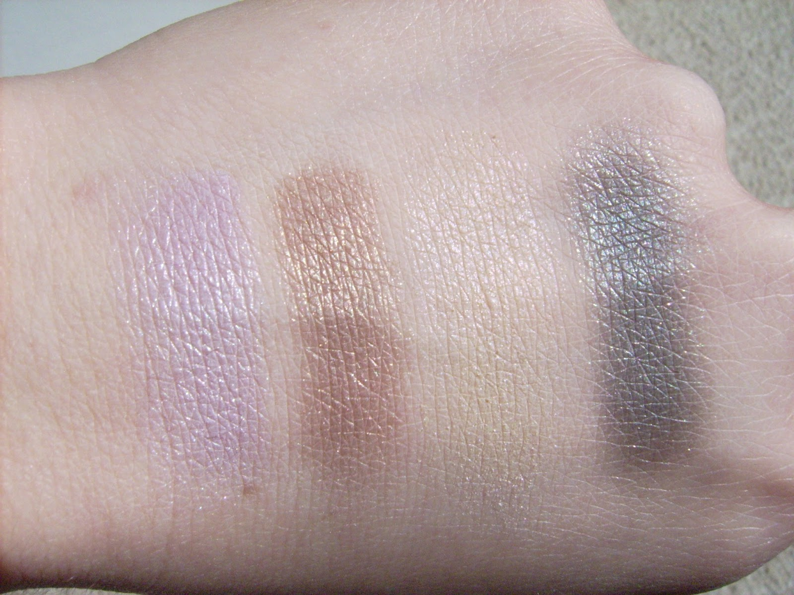 Elizabeth Arden Color Intrigue Eyeshadow Quad Golden Lilac swatch