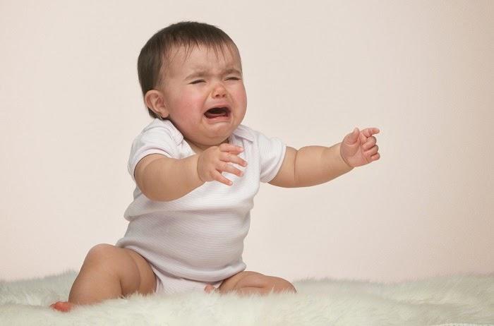 foto bayi lucu belajar duduk
