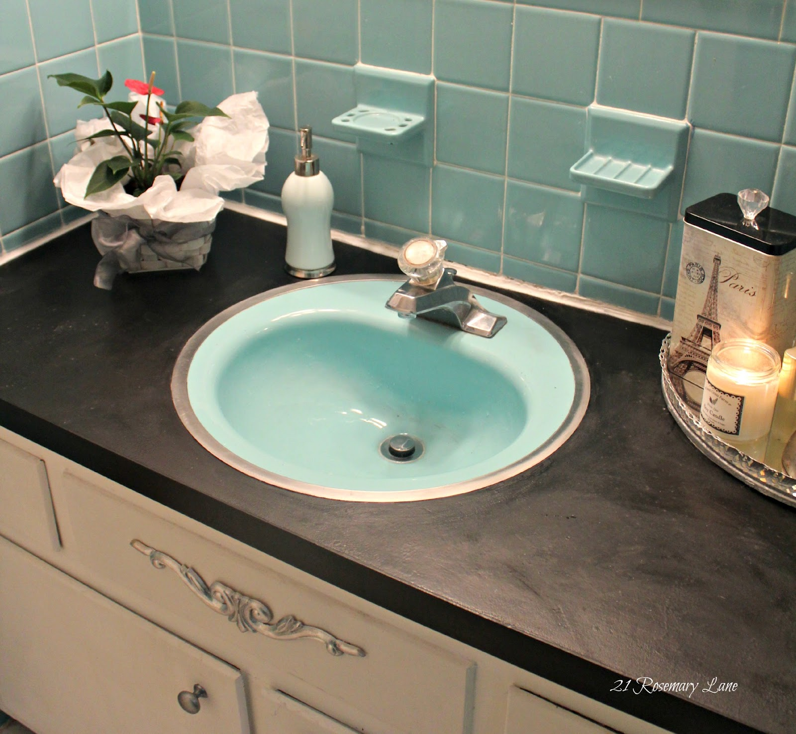 How to paint bathroom countertops - I Even Went So Far As To Paint The Frame Of The Mirror Above The Sink
