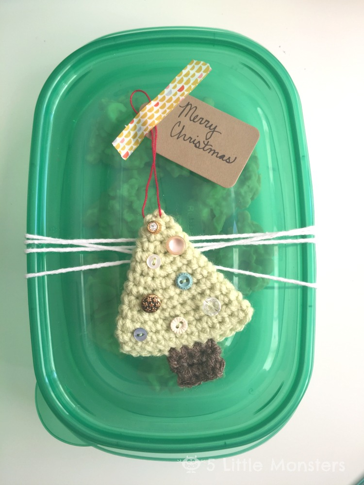 Christmas gift idea: homemade candy and handmade ornament