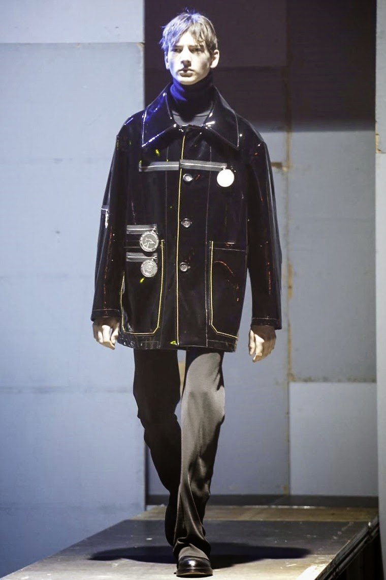 Raf Simons AW15, Raf Simons FW15, Raf Simons Fall Winter 2015, Raf Simons Autumn Winter 2015, Raf Simons, Raf Simons Adidas, Raf Simons x Adidas, Raf Simons Dior, du dessin aux podiums, dudessinauxpodiums, mode homme, menswear, habits, prêt-à-porter, tendance fashion, blog mode homme, magazine mode homme, site mode homme, conseil mode homme, doudoune homme, veste homme, chemise homme, vintage look, dress to impress, dress for less, boho, unique vintage, alloy clothing, venus clothing, la moda, spring trends, tendance, tendance de mode, blog de mode, fashion blog, blog mode, mode paris, paris mode, fashion news, designer, fashion designer, moda in pelle, ross dress for less, fashion magazines, fashion blogs, mode a toi, revista de moda, vintage, vintage definition, vintage retro, top fashion, suits online, blog de moda, blog moda, ropa, blogs de moda, fashion tops, vetement tendance, fashion week, Paris Fashion Week