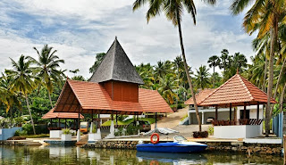 Hotels in Poovar