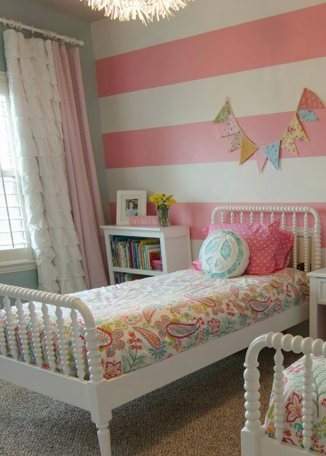decoration and ideas ideas for decorating girls bedroom with stripes in the wall. Black Bedroom Furniture Sets. Home Design Ideas