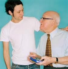 kakek dan cucu masih semangat menjalani hidup