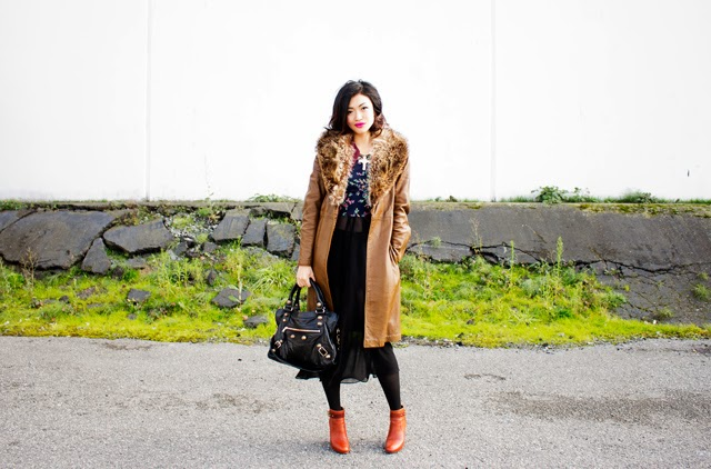 Vancouver fashion blogger Jasmine Zhu wearing vintage fur collar coat