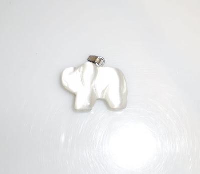 Üveg elefánt medál