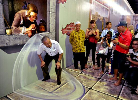 Aksi Tun Mahathir Art in Paradise Langkawi