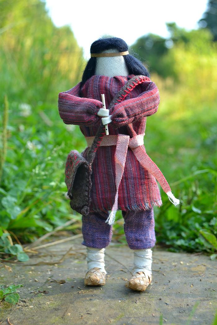 Народная кукла небольшая