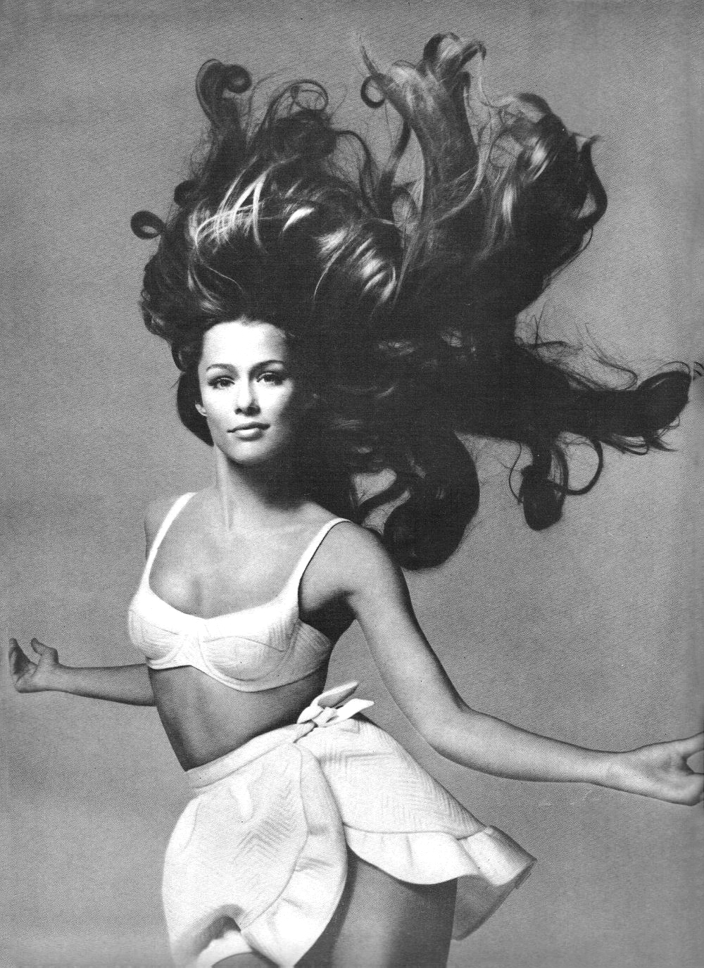 Lauren Hutton photographed by Richard Avedon for Prettiness: wet & wild / Vogue US June 1968 via fashioned by love british fashion blog