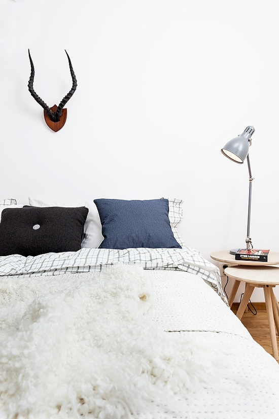 Love it or leave it: Antlers above bed via Mood House.