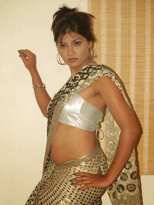 Kerala Aunty Removing Blouse Pictures 10