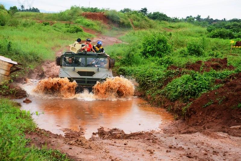 HMMWV USA Unjuk Kebolehan kepada Petinggi Korps Marinir