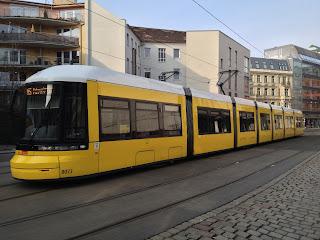 Straßenbahn: Neue Weichen für die Straßenbahn  am Loeperplatz in Lichtenberg, aus BVG