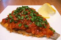 kambala-novogodnyaya-zapechennaya-s-pomidorami