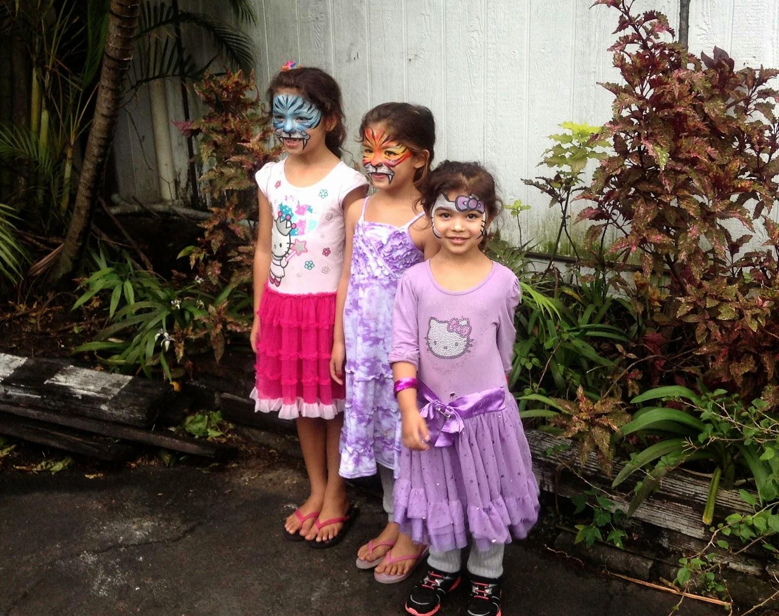 drei Mädchen mit Gesichtsbemalung
