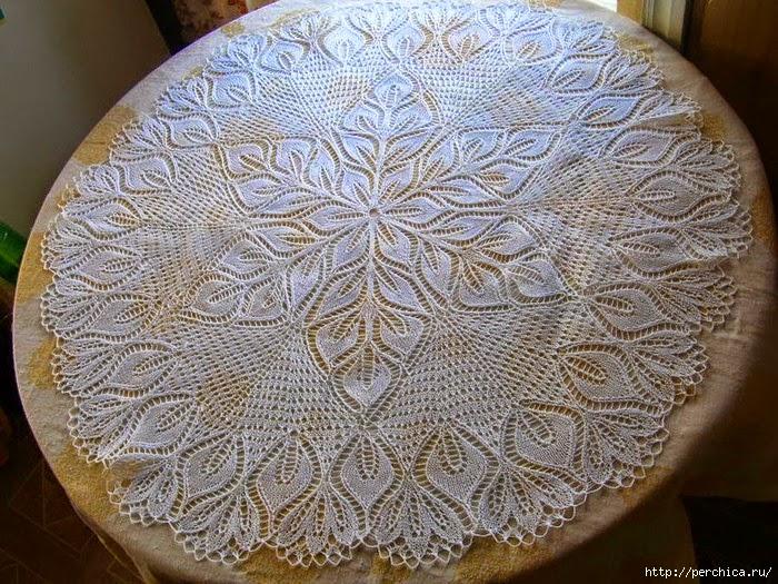 Carpeta redonda tejida con dos agujas