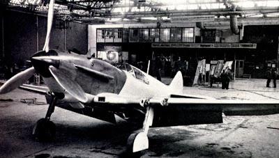 Первый серийный ЛаГГ-3 фото