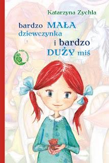 Katarzyna Zychla. Bardzo mała dziewczynka i bardzo duży miś.