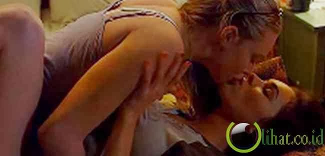 Ciuman Lesbian dalam Jennifer's Body