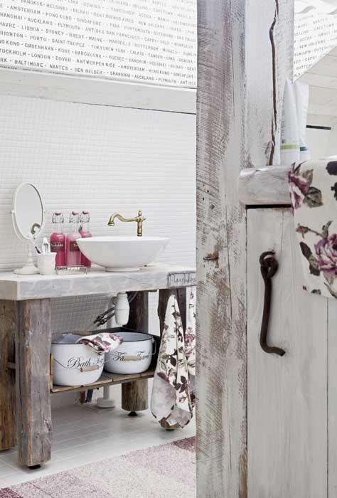 amenajari, interioare, decoratiuni, decor, design interior, stil shaby chic, scandinav, alb, rustic, baie, lavoar,