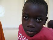 Emanuel tem 6 anos,