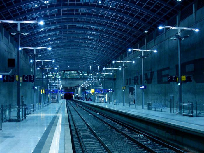 Con người kỳ lạ ở nhà ga