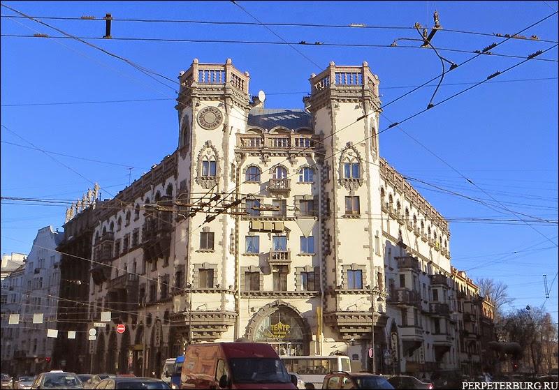 Дом с башнями замок на Петроградской стороне Петербурга