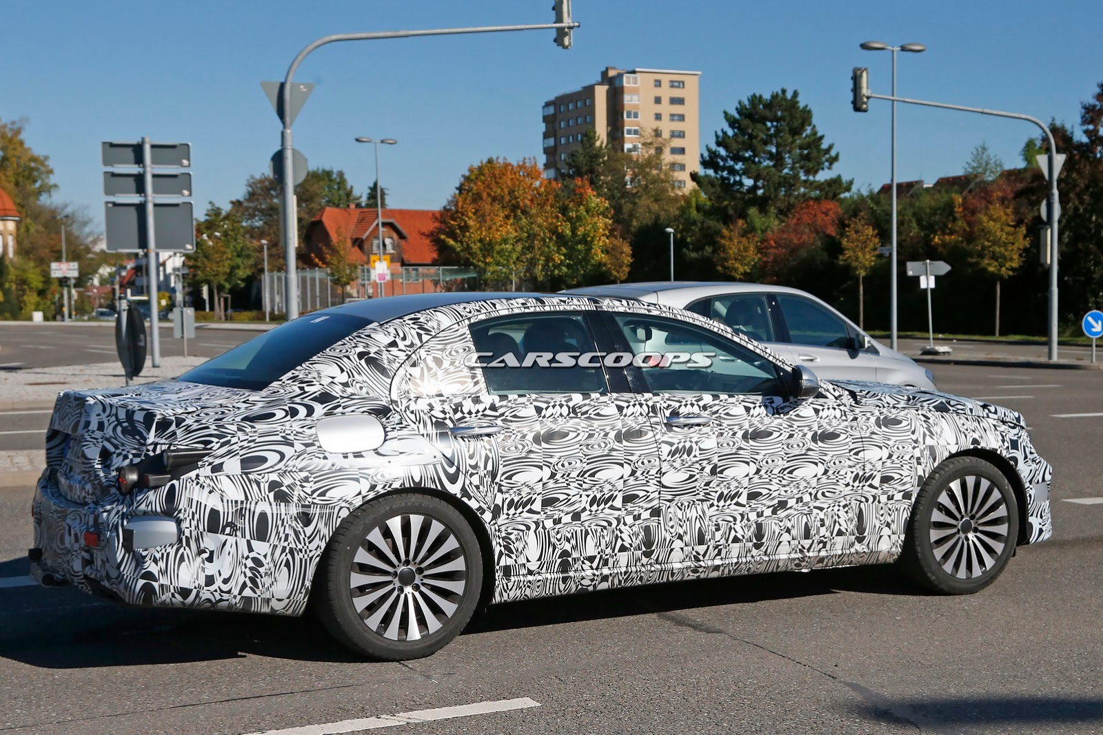 Spied new 2017 mercedes e class shows its new body gets for 2017 mercedes benz e class body styles