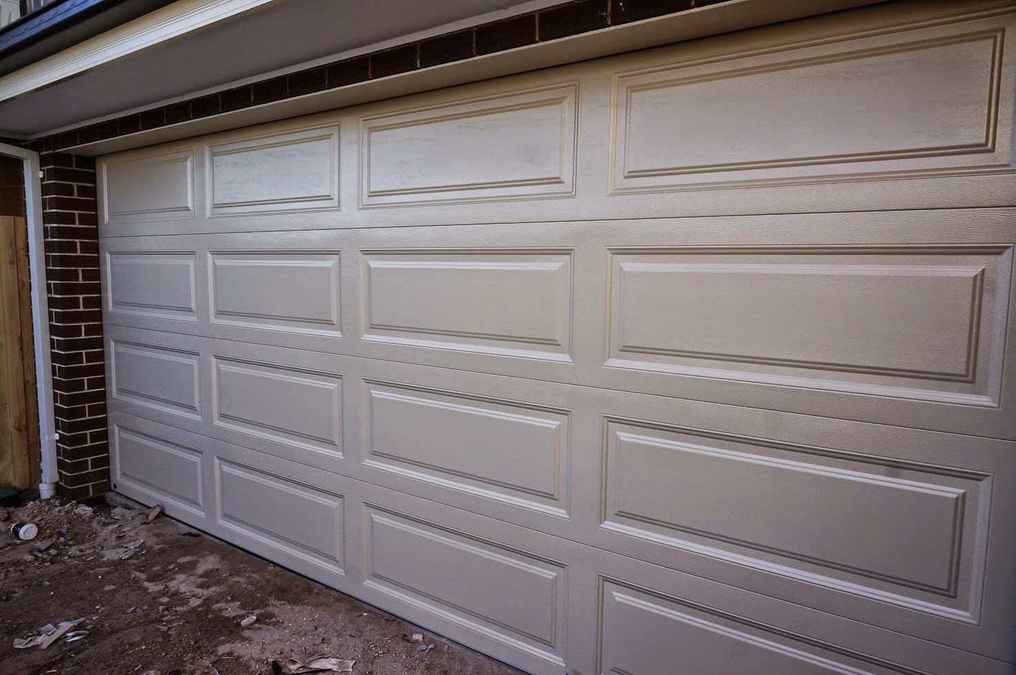 Classique facade exterior selections montpellier 51 build for Ranch house garage doors