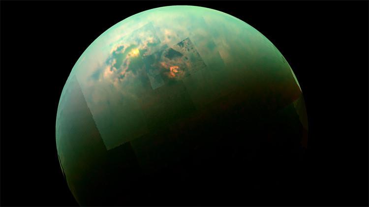 Monstruosa nube de hielo en Titán, luna de Saturno.