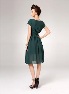 Elegante vestido de gasa con cuello redondo, mangas cortas y cinturón