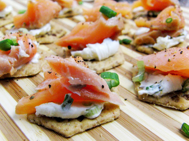 Salmon and Cream Cheese Bites for New Year's | youareyoungdarling