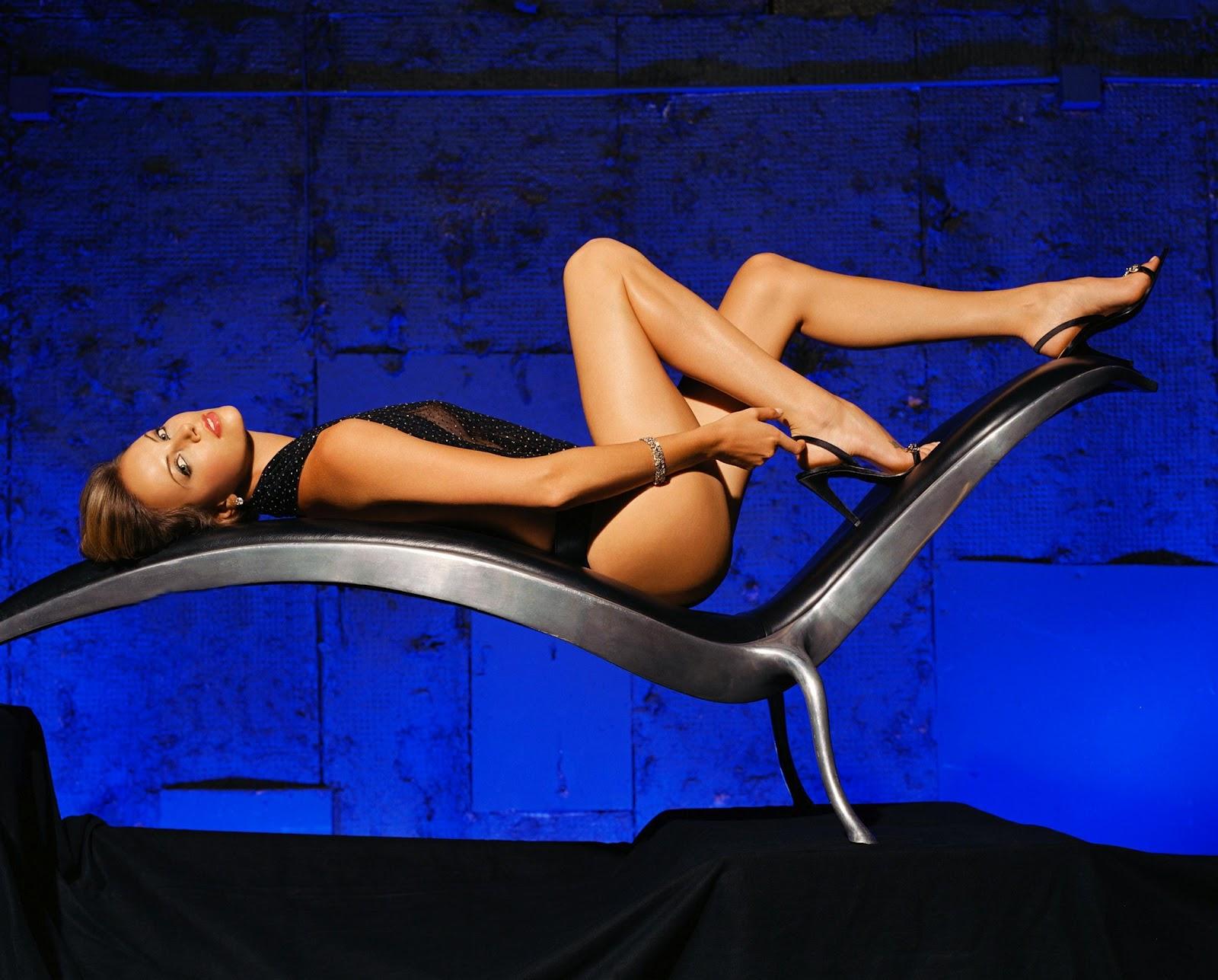 http://2.bp.blogspot.com/-gVO_Xt2f_WY/T8DVGR69FSI/AAAAAAAABgo/iek_BMRTqUY/s1600/Charlize-Theron-Legs-Sexy.jpg
