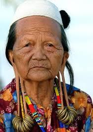 Simbol Kecantikan Para Bangsawan Suku Dayak Diukur Panjang Telinga
