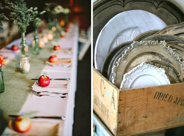 bandejas de plata y mesa otoñal