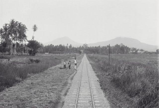 Rel kereta api aceh padang tiji