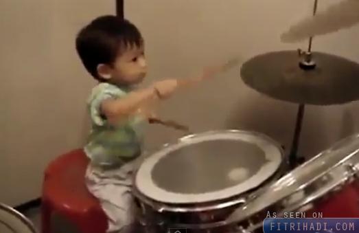 video kanak-kanak 1 tahun cekap main drum