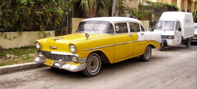 Coches antiguos de los 60 en La Habana