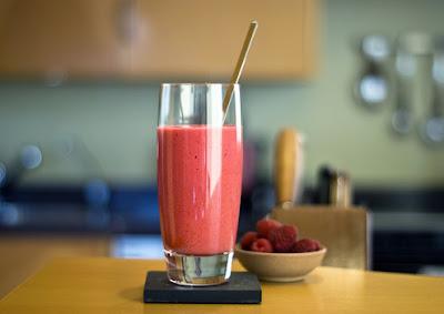copo de suco frutas vermelhas