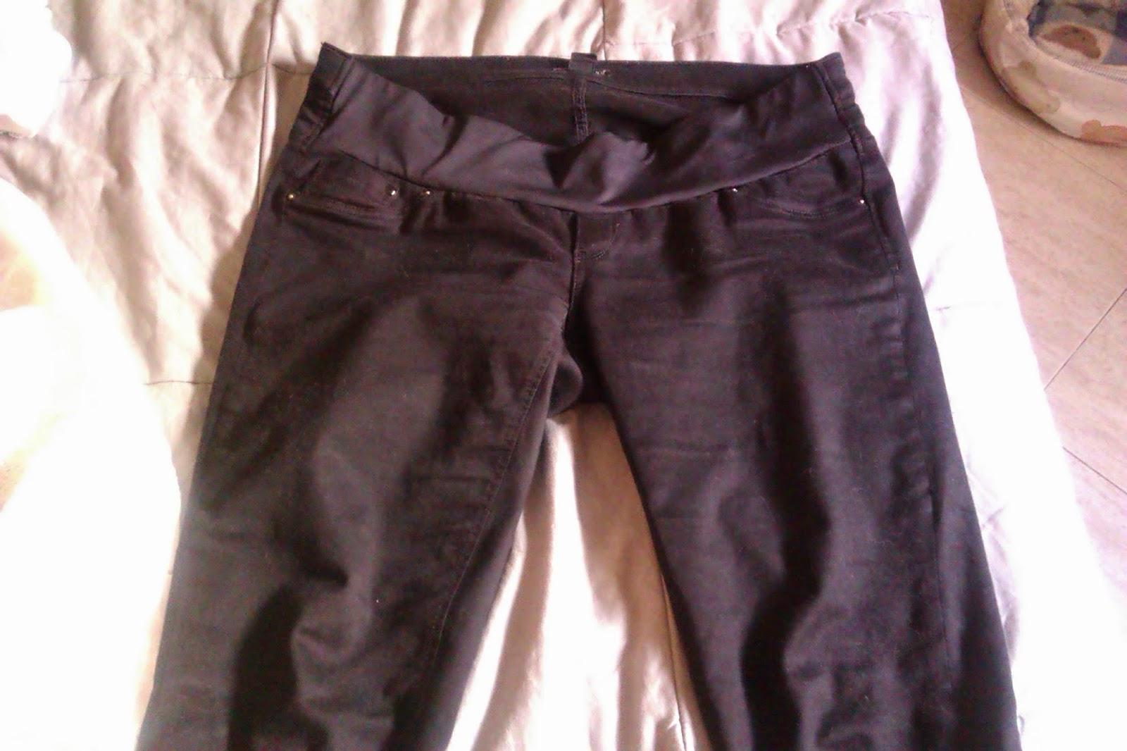 23344924ce9 Pantalón negro Premamá de H M  valía 30€ pero al comprarlo en rebajas me  costó 15€ no es muy cómodo se me cae constantemente no se si es porque el  fajín es ...