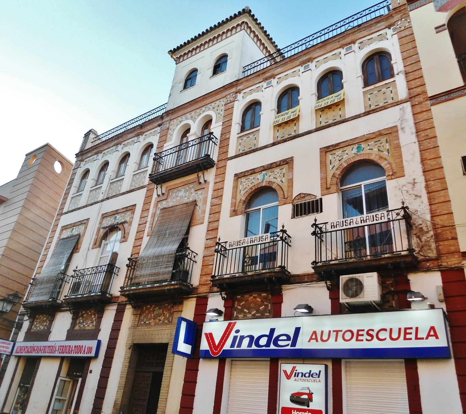Sevilla daily photo la casa de las lunas 1 - La casa de los uniformes sevilla ...