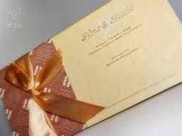 gambar tampilan depan kartu undangan nikah model batik