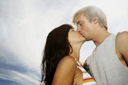how to kiss on lips tips