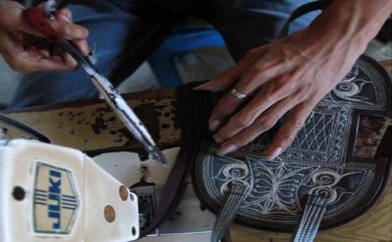Proses Pembuatan Tas Etnik