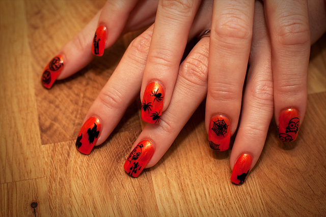 Orange and Black Nail Designs http://beautybestnailart.blogspot.com/2011/07/i-think-these-cool-nail-arts-collection.html