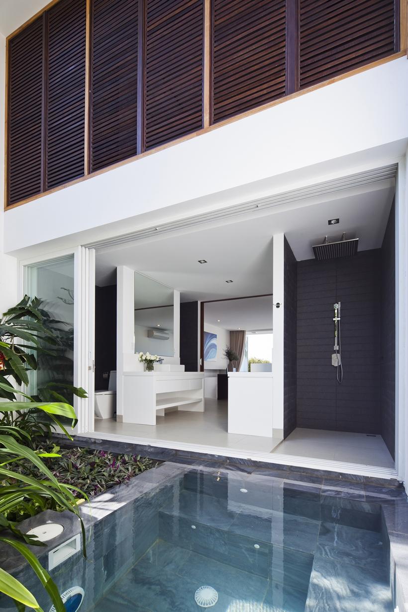 Open bathroom wall in modern beach house