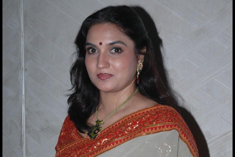 yesteryear tamil actress sukanya latest stills in saree
